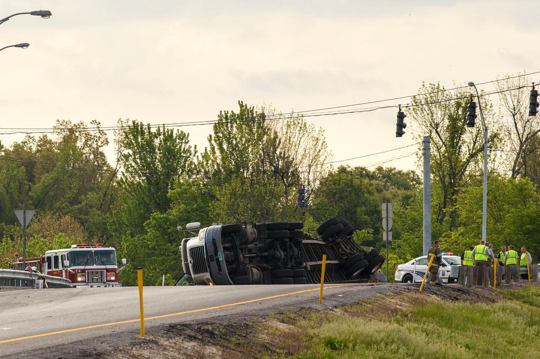 Paducah Truck accident flip